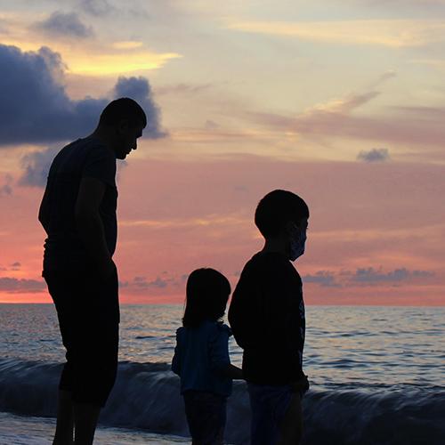 Coucher du soleil en famille