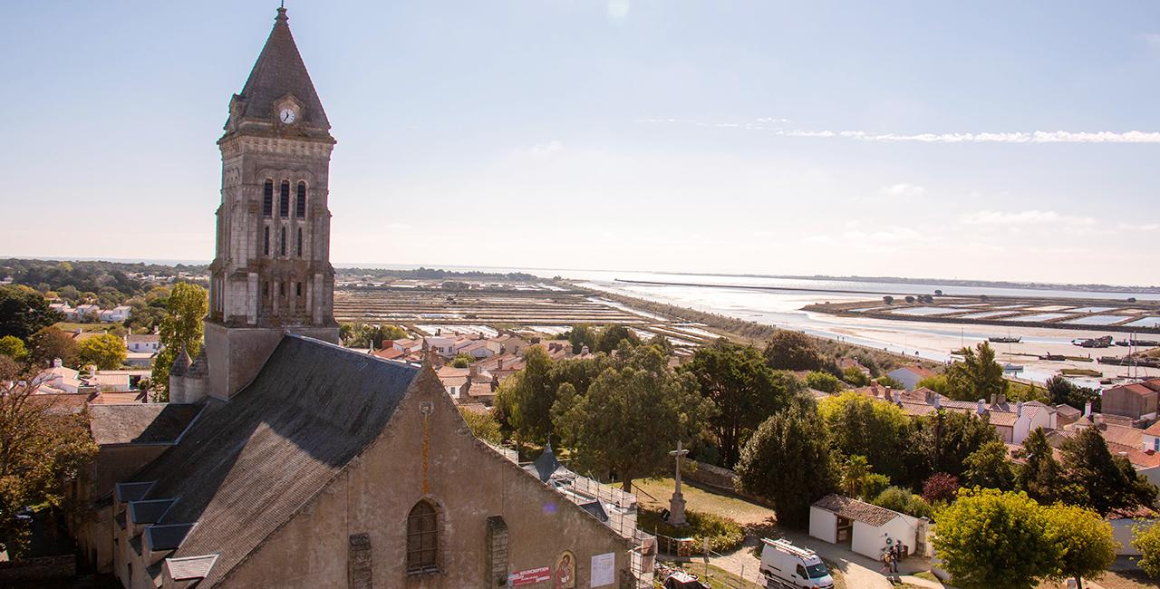 L'Île de Noirmoutier, l'église vue du château