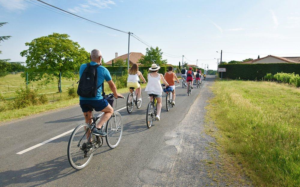 Cyclotouristes sur la route