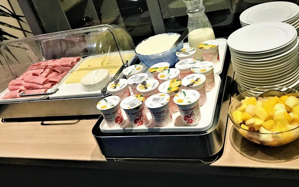 Petit-déjeuner sucré ou salé en séjour en pension complète au village club La Rivière Cap France
